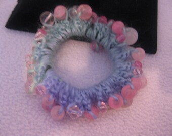 Crocheted and beaded hairband