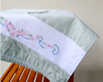 Organic cotton lap blanket with vintage floral design.