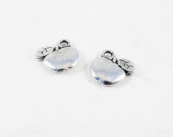 BMN18 - set of 2 Apple antique silver leaf charms