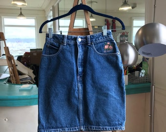 Vntg Levi Strauss Denim Skirt with Floral Detail size 4, with embroidered floral detail, levis