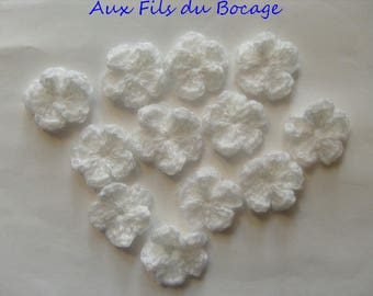 Flowers, 12 x white yarn crochet appliques.