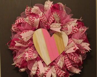 Pink and White Valentine's Day Wreath    Valentine's Day Wreath