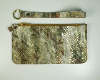 MAISI - Small clutch in Camu green 21 x 11 cm