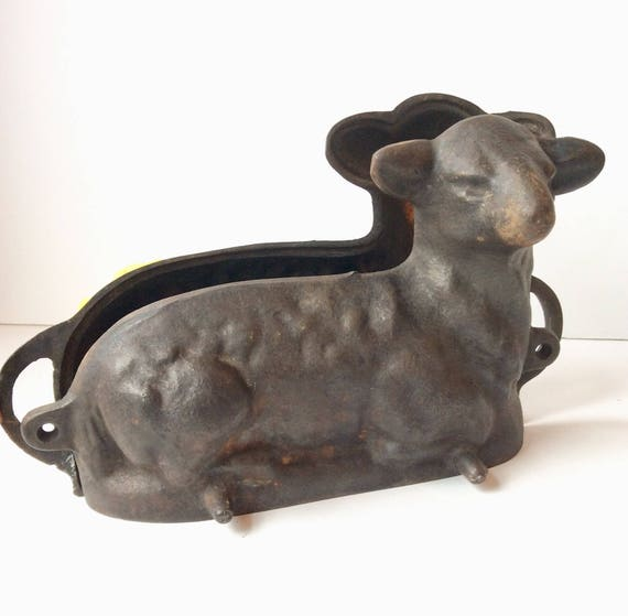 Vintage Griswold 2 Piece Cast Iron Lamb Sheep Shaped Cake Mold