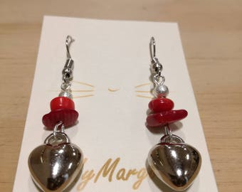 Pendant earrings with chubby heart charm and red natural stones.