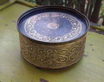 Tin, Cookie Tin, Christmas Tin, Vintage Tin, Antique Tin, Large Tin, Round Tin, Decorative Tin, Storage Box, Home Decor, Keepsake Tin, Prop