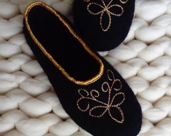 Women house shoes   Felt women's slippers   Felted wool slippers   Black felt slippers   Wool slippers   Woolen clogs   Women house shoes