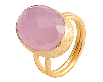 Pink Rose Quartz Ring made with sterling silver coated in 18K gold, one big oval rosequartz ring