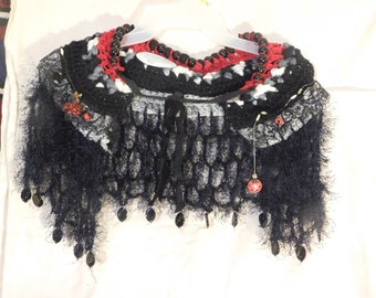 Red, white & black Victorian-style cowl necklace