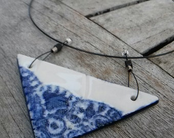 necklace, Choker mounted cable sheathed steel shape triangle