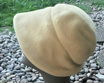 Merrimac cloche style hat from the 40's/vintage cloche hat/vintage 40's hat/merrimac hat/vintage hats/womens hats/costume hats/40's hat