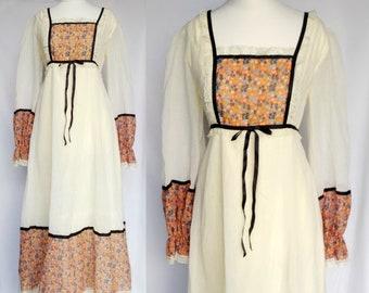 Vintage 60s 70s Designer Peterson Maid label Cream White & Orange Ditsy Floral Print Bib Victoriana Prairie Long Maxi Tea Dress Small-Medium