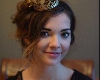Goldene Krone, Gold Fascinator, Königin, Prinzessin Krone, Geburtstagskrone, Royal Ascot Hut, Kentucky Derby Hut, Hindernis Hut, Art-c-8