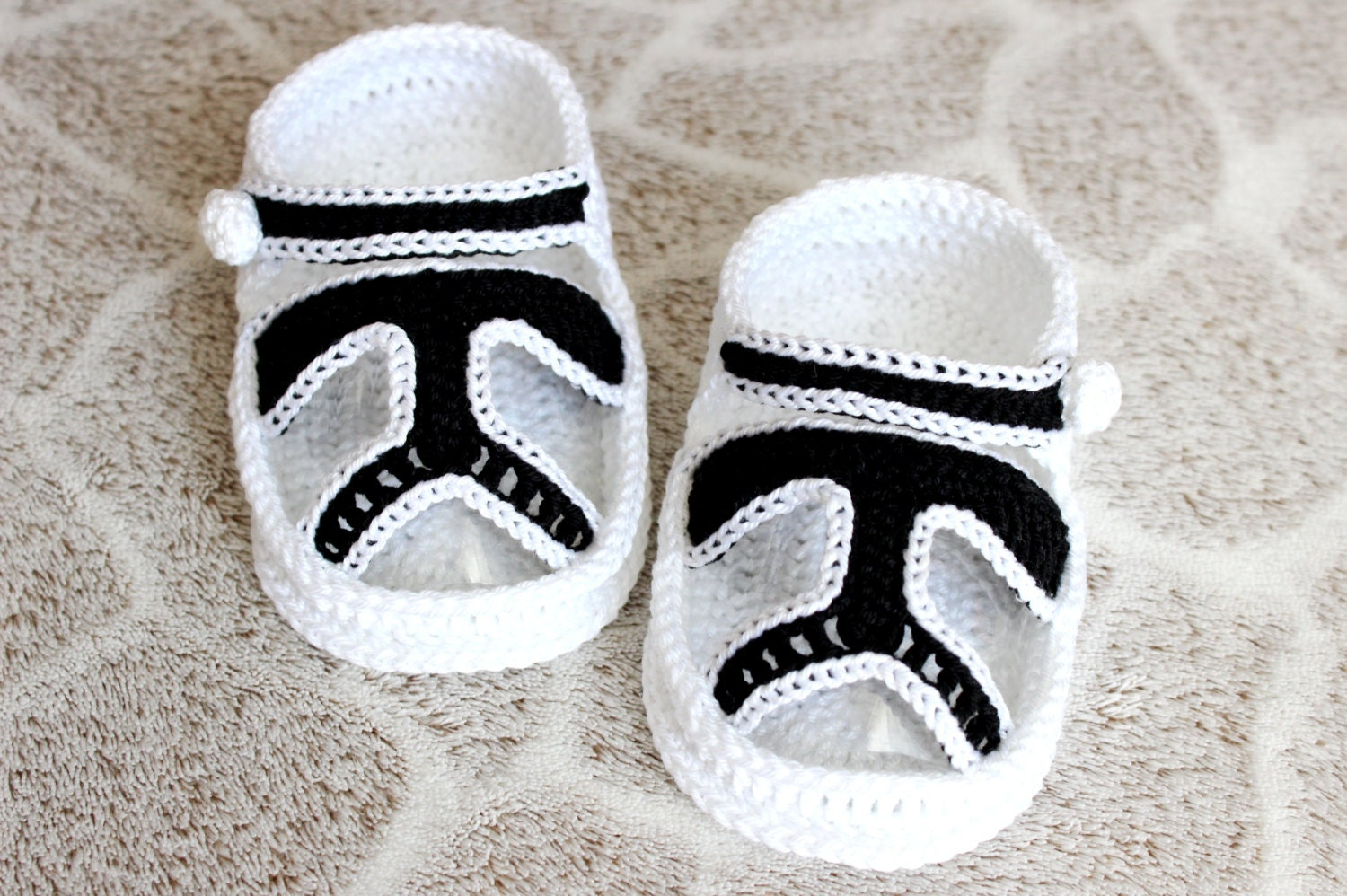 Amigurumi Star Wars Patterns : Crochet pattern star wars clone baby booties sandals from