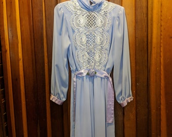 1980s // DAYS Of OUR LIVES // Vintage Lace-y Ursula of Switzerland Dress