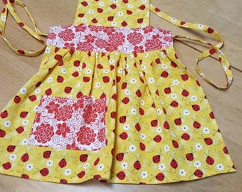 Ladybugs and flowers apron x small