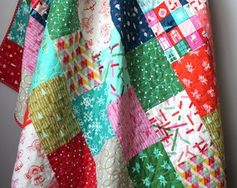 Christmas Quilt- Christmas Lap Quilt- Christmas Throw Quilt- Cotton and Steel Garland Quilt- Modern Christmas Decor- Festive Home Decor