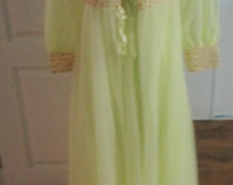 Vintage Empire Waist  Nightgown & Robe Peignoir Set By Lov'Lee  Montreal Canada  Yellow  Chiffon Lace Size  Small