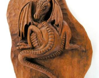 Dragones con Celtic Warrior talla en madera, talla en madera hecha a mano, 28,7 x 7,8 en.