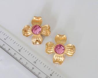 Vintage  TRIFARI TM Gold/ Pink  Dogwood Flower earrings #1209