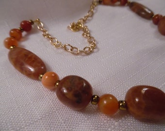 Polished Agate Necklace with Gold Accents