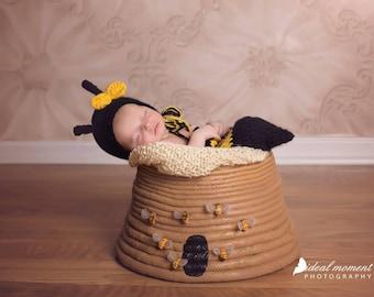 Newborn Bumblebee Photo Prop/ Baby Bee Prop/ Newborn Swaddle Sack/ Bumblbee Cocoon/Gender Neutral / Black and Yellow/ Bumblebee