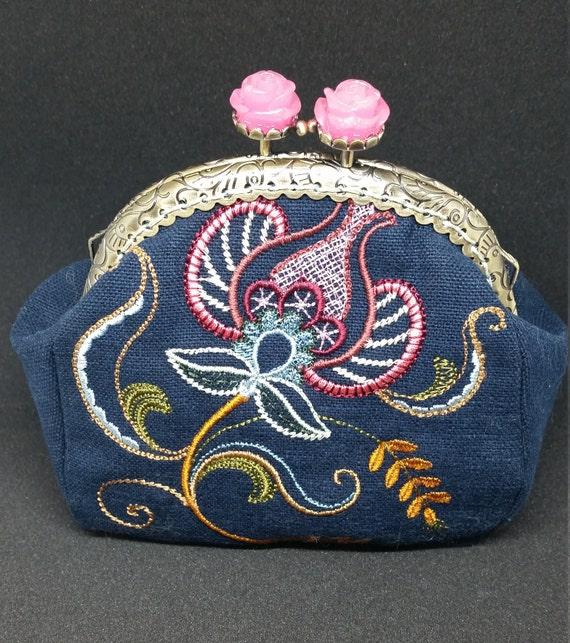 CP571.  Jacobean flower design coin purse.