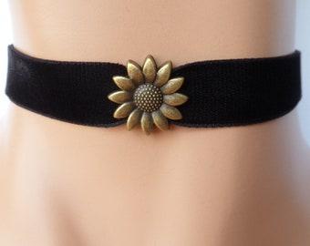 daisy velvet choker, flower choker, black velvet choker, daisy necklace