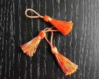 Charm 2 pom pom tassels, silk orange