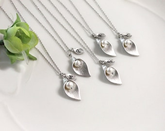Bridesmaid gifts - Set of 4,5,6 -Leaf initial, Calla lily flower necklace,Initial necklace, Swarovski Pearl, Maid of honor Gift,Personalized