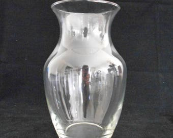 Traditional Clear Glass Vase - Decorative Clear Glass Vase