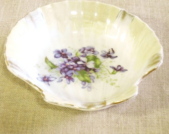 Vintage Ceramic Ring Dish, Sea Shell, Soap Dish, Clam Shaped, Made in Japan, Violets, Flowers, Floral, Vanity, Powder Room, Feminine