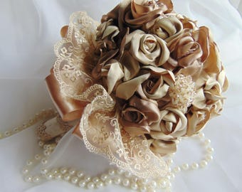 Bouquet of roses and handmade pins beige color