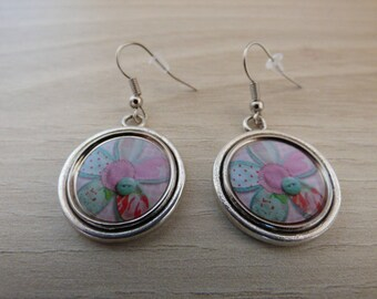 METAL AND PASTEL FLOWER CABOCHON EARRINGS