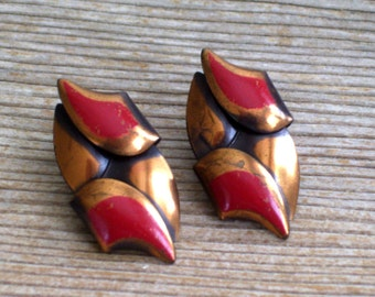 Modernist Copper Earrings, Vintage Enamel Copper Earrings, Copper Clip Earrings, Copper Leaf Earrings, Modernist Leaf Jewelry, Red Enamel