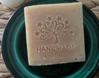 Natural Handmade organic Oatmeal, goats milk & tamanu oil soap. oatmeal soap. goat milk soap moisturising.Savon. Sensitive skin. Sapone.