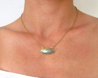 Oval labradorite necklace, gold gemstone necklace, modern labradorite necklace, bridal gemstone necklace, chic stone pendant, gold filled