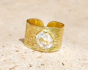 Gems and gold woman ring