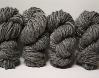 Handspun Thick and Thin Yarn Charcoal Grey Gotland Wool Slub  tts(tm) Bulky