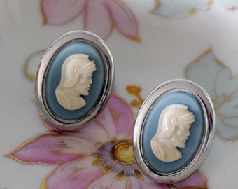 Swank Gentlemen's Knight Cameo Cuff Links Wedgewood Blue and White on Silvertone