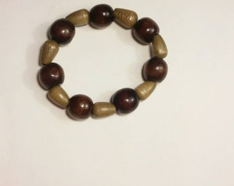 Beautiful wooden beads that are dark brown and chocolate brown.
