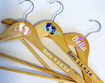 Baby Hanger, Take Home Outfit, Baby's First Outfit, Newborn Gift, Custom Hanger, Personalized Gift, Baby Feet, New Dad Gift, New Mom Gift