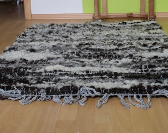 Hand-woven carpet or blanket made from sheep's wool 2
