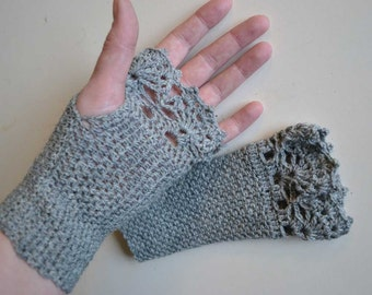 Grey crochet gloves with lace trim, R613