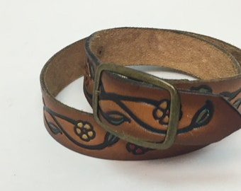 Vintage 1970s Belt / 1970s Tooled Leather Painted Floral Flowers Belt / size 32-36