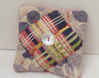 Upcycled Vintage Quilt Pincushion, OOAK quilted Pincushion