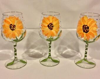 Sunflower Wine Glass, Hand Painted Wine Glass, Sunflowers, Glassware, Drinkware, Barware, Home Decor, Gift