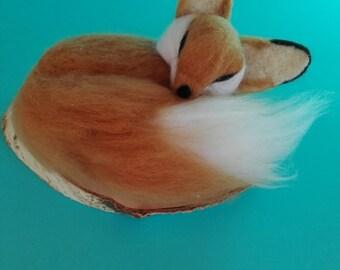 Needle felted Fennec Fox/Desert Fox made of wool/unico/felt needle/felted