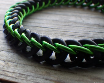 Rubber chainmaille bracelet in green and black; stretchy chainmaille bracelet; chainmaille jewelry; rubber chain maille bracelet