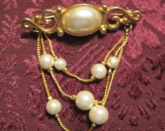 Vintage Gold Brooch With Pearls